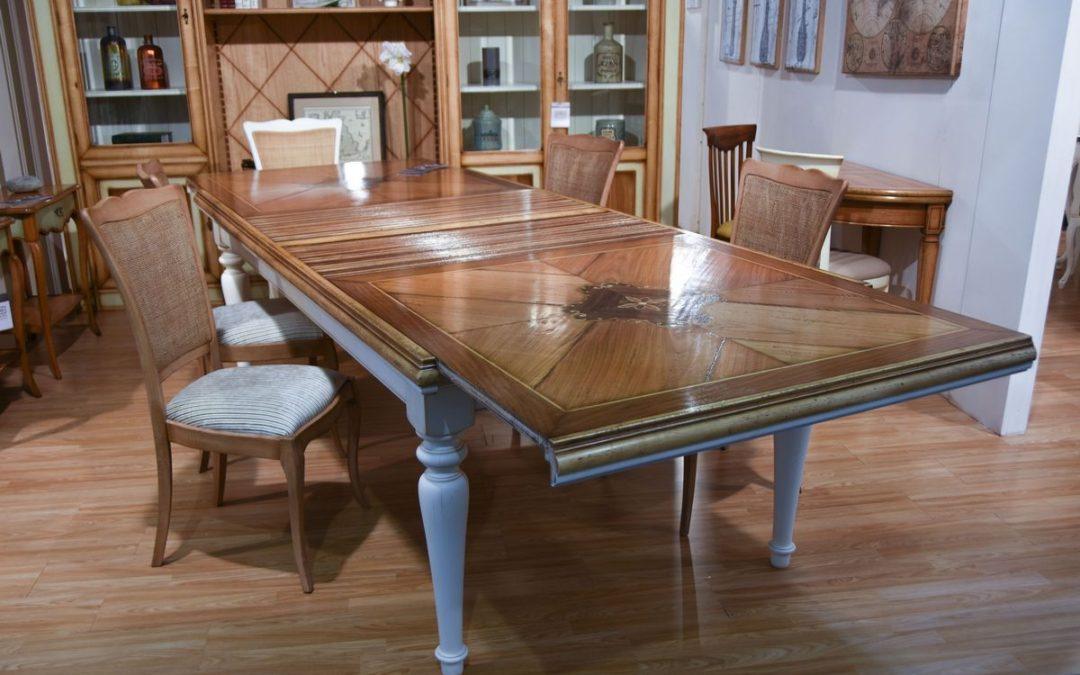 Tavolo a serrandina con top intarsiato
