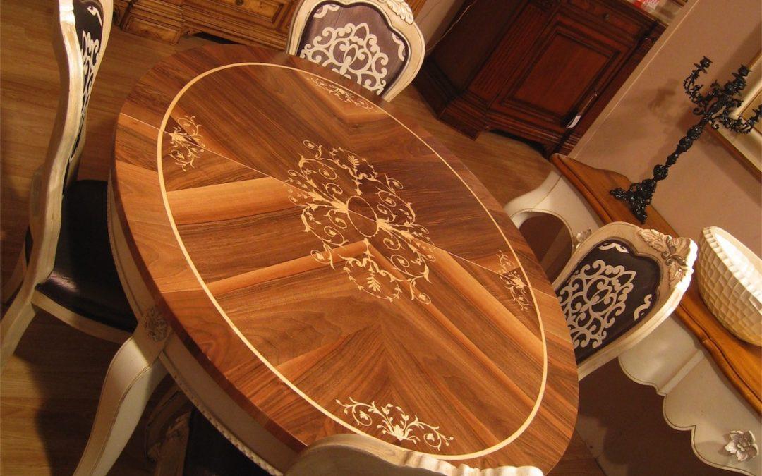 Tavolo ovale allungabile con 2 allunghe (intarsio T47)